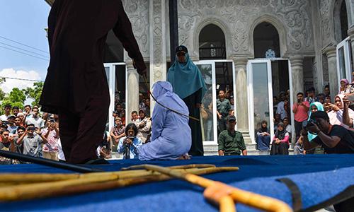 Đòn roi là hình thức phạt phổ biến trong cộng đồng người Hồi giáo ở Brunei. Ảnh: AFP.