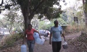 Người Venezuela vẫn chật vật tìm nước vì mất điện diện rộng