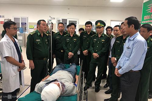 Một chiến sĩ biên phòng Quảng Bình bị thương trong quá trình vây bắt bốn người vận chuyển ma tuý. Ảnh:Biên phòng Quảng Bình
