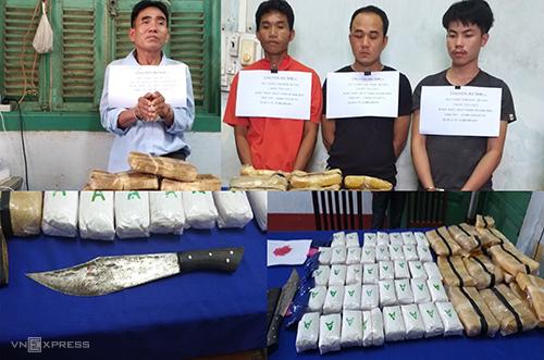 Bốn người Lào cùng tang vật. Ảnh: Biên phòng Quảng Bình