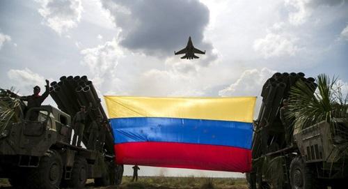 Chiến đấu cơ Su-30 của quân đội Venezuela do Nga sản xuất tham gia một cuộc tập trận năm 2015 ở bang Apure. Ảnh: Reuters.