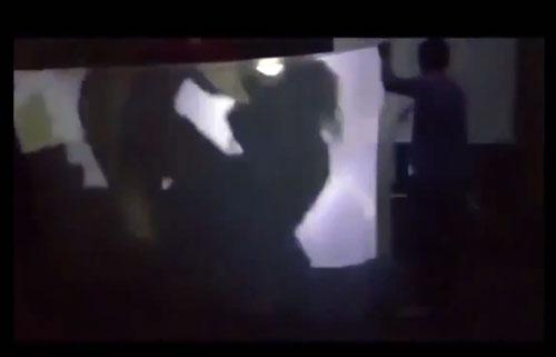 Một cảnh tái hiện nhân vật Tám Bính trong Bỉ vỏ bị hãm hiếp. Ảnh: Clip của học sinh quay lại.