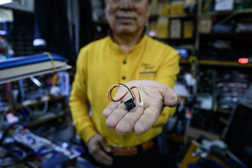 Một chiếc camera tí hon có thể lắp đặt và giấu kín vào bất cứ đồ vật gì. Ảnh: AFP.