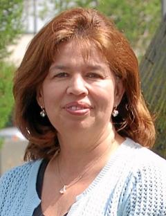 Lili Hadsell có thâm niên 40 năm công tác trong ngành cảnh sát, trong đó 13 năm làm việc tại Sở cảnh sát Baldwin Park.