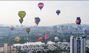 Hàng chục khinh khí cầu sặc sỡ tham gia lễ hội tại Malaysia