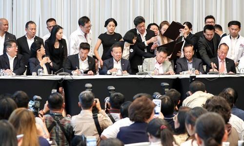 Lãnh đạo của 7 đảng đối lập Thái Lan tuyên bố thành lập liên minh dân chủ ở Bangkok vào ngày 27/3. Ảnh: Reuters.