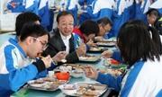 Hiệu trưởng Trung Quốc phải ăn cùng học sinh để đảm bảo thực phẩm sạch