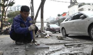 Hà Nội dùng gạch bê tông vân đá lát vỉa hè các tuyến phố