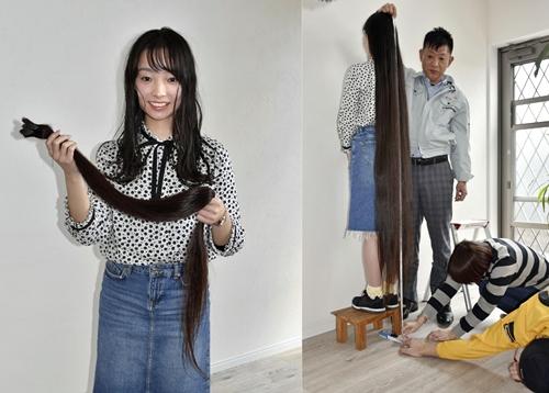 Keito Kawahara hôm 2/4 cắt bỏ mái tóc từng được công nhận là dài nhất thế giới. Ảnh: Kyodo.