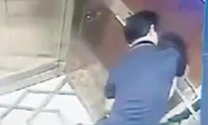 Gã đàn ông ôm hôn bé gái trong thang máy đã rời Sài Gòn