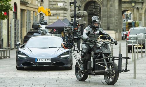 Môtô gắn thiết bị quay để ghi hình McLaren 720S. Ảnh: Wenn