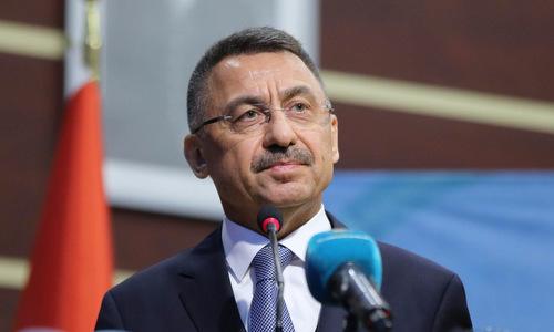 Phó tổng thống Thổ Nhĩ Kỳ trong một cuộc họp báo hồi đầu tháng 3. Ảnh: Twitter.