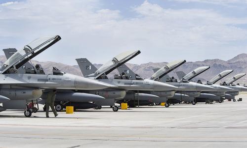 Một phi đội F-16 Pakistan diễn tập tại Mỹ năm 2010. Ảnh: USAF.