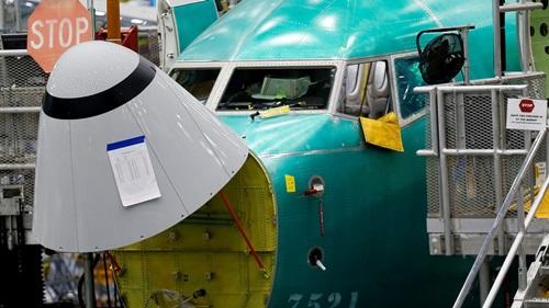 Cảm biến góc tấn được đánh dấu trên mũi của một chiếc Boeing 737 MAX 8 tại nhà máy của công ty ở Washington, Mỹ. Ảnh: Reuters.
