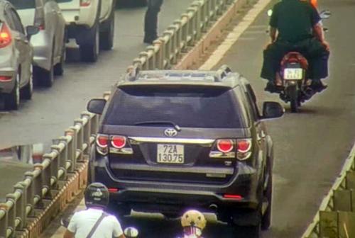 Một chiếc ôtô biển số Bà rịa - Vũng tàu chạy vào làn xe máy được camera ghi nhận. Ảnh: Sở GTVT TP HCM