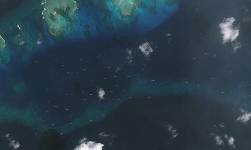 Đội tàu Trung Quốc di chuyển gần đảo Thị Tứ hồi giữa tháng 12/2018. Ảnh: AMTI.