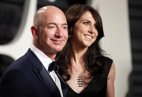 Vợ chồng Jeff và MacKenzie Bezos dự một sự kiện ở California, Mỹtháng 2/2017. Ảnh: Reuters.
