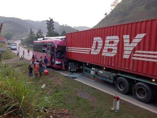 Vụ tai nạn ở địa phận huyện Vân Hồ, Sơn La. Ảnh: Tran Dong
