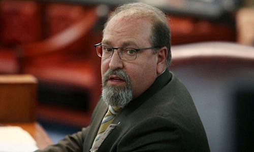 John F. Russo tại phiên chất vấn trước hội đồng về hành vi ứng xử trong ngành tư pháp tại Trenton, New Jersey, Mỹ vào ngày 17/10/2018. Ảnh: AP.