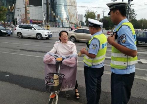 Sáng kiến gói xử phạt chỉ áp dụng với người đi bộ, xe thô sơ, xe hai bánh chạy điện.