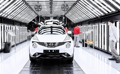Một chiếc Nissan trong giai đoạn hoàn thiện cuối cùng trước khi rời khỏi dây chuyền sản xuất tại nhà máy ở Sunderland, Anh. Ảnh: Car