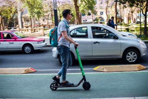 Sự phổ biến rộng rãi của các phương tiện giao thông khác, như scooter điện ở London, không giúp ích cho thị trường ôtô châu Âu, nơi đã đạt đỉnh doanh số vào 12 năm trước.