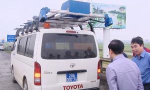 Chiếc xe phân tích vết nứt, ổ gà trên mặt đường Việt Nam
