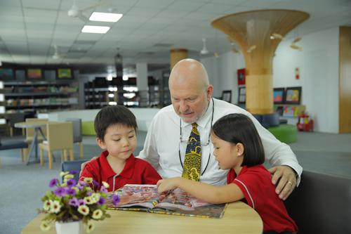 Gateway được đánh giá cao bởi chương trình tiếng Anh 18 tiết một tuần và các chương trình hợp tác với nước ngoài.