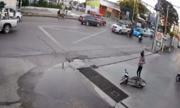 Đi tiếp sau khi tự ngã xe máy, cô gái bị ôtô đâm