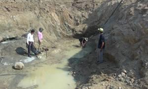 Nông dân chi trăm triệu đồng đào hồ tìm nước chống hạn