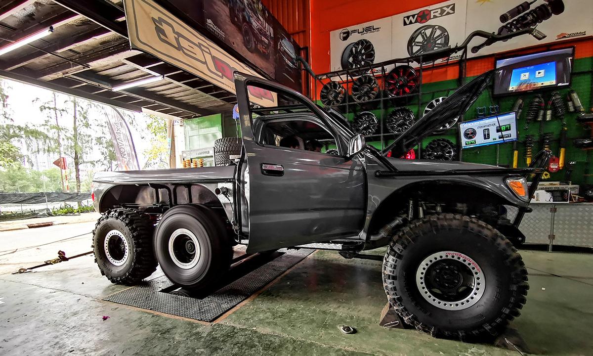 Xe bán tải Toyota Tacoma 6 bánh độc nhất Việt Nam