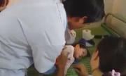 Bác sĩ trạm y tế nỗ lực cứu sống bé gái ngưng tim