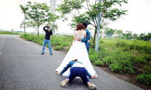 Phó nháy nổi điên trước yêu cầu của cô dâu chú rể