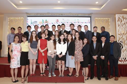 Ban giám đốc Hằng Lương và các đại diện trường nổi tiếng.