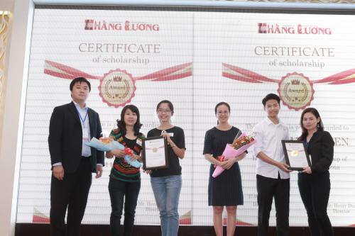 Học viên nhận học bổng du học Malaysia trực tiếp ngay tại triển lãm.