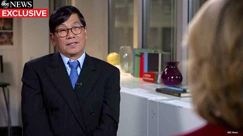 Bác sĩ Mỹ gốc Việt David Dao trong cuộc phỏng vấn hôm 9/4 trên chương trình Good Morning America của kênh ABC News. Ảnh: ABC News