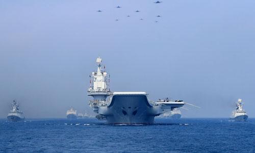 Nhóm tác chiến tàu sân bay Liêu Ninh của Trung Quốc diễn tập ở Biển Đông vào tháng 4/2018. Ảnh: Reuters.