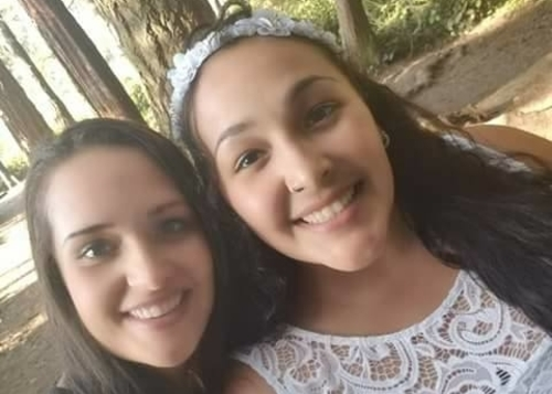 Alisha Canales-McGuire (phải) và chị gái. Ảnh: Facebook.
