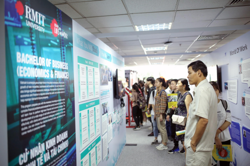 Buổi triển lãm khoa là cuốn bách khoa toàn thư về các ngành kinh doanh tại RMIT.