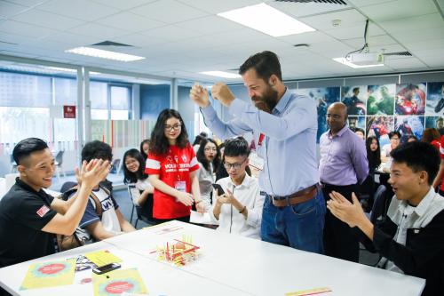 Phụ huynh cùng con trải nghiệm 12 lớp học thử chuẩn Australia với nội dung thực tế và nhiều hoạt động tương tác.