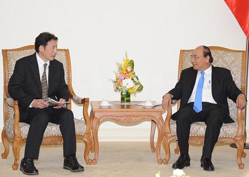 Thủ tướng Nguyễn Xuân Phúc tiếp Tiến sĩ Tadashi Yamamura. Ảnh: VGP.