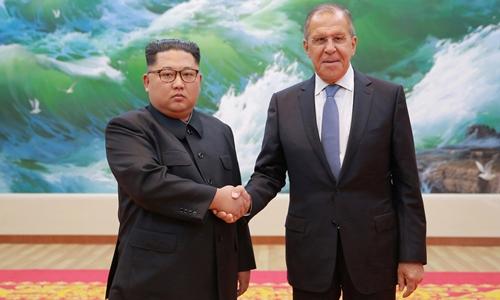 Lãnh đạo Triều Tiên Kim Jong-un (trái) và Ngoại trưởng Nga Sergei Lavrov tại Bình Nhưỡng tháng 5/2018. Ảnh: KCNA.