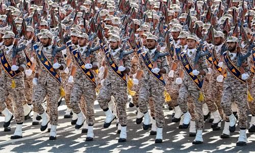 Các binh sĩ Vệ binh Cách mạng Hồi giáo Iran diễu hành trong một lễ kỷ niệm hồi năm ngoái. Ảnh: AFP.