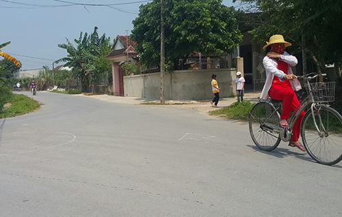 Đường liên xã tại Diễn Nguyên (Diễn Châu). Ảnh: Nguyễn Hải.