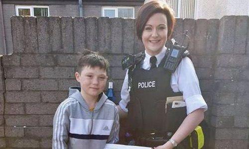 Cậu bé Tiernan McCreadyđược cảnh sát khen thường vì hành động dũng cảm: Ảnh: Belfast Telegraph