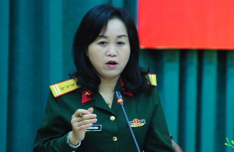 Đại tá Trương Mai Hương, Viện phó Lịch sử Quân sự thông tin tại buổi họp báo chiều 12/4. Ảnh: HT