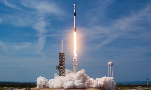 Tên lửa Falcon 9 phóng lên không gian từ Trung tâm Vũ trụ Kennedy tháng 5/2018. Ảnh: SpaceX.