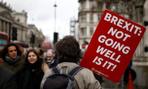 Người dân Anh đặt nghi vấn về việc Anh rời khỏi EU. Ảnh: Reuters.