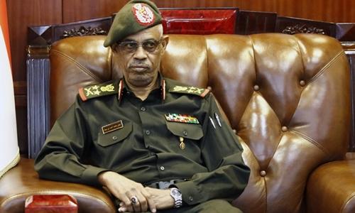 Bộ trưởng Quốc phòng Awad Ibn Auf tại Khartoum tháng 11/2018. Ảnh: AFP.