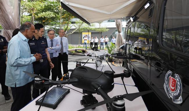 Những chiếc xe van kiêm trạm điều khiển drone có thể triển khai ở bất cứ đâu. Ảnh: Channel News Asia.